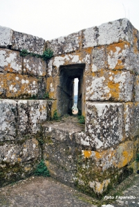 tronera castillo Monforte. Foto Figaredo, Gijón