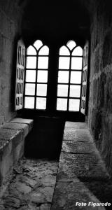 ventana en castillo de Monforte. Foto Figaredo, Gijón