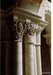 detalle capitel monasterio