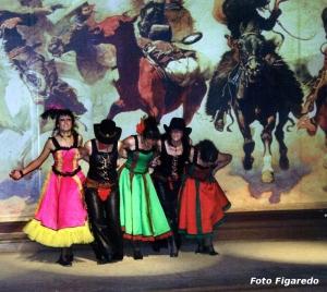 bailarinas can-can Foto Figaredo Gijón