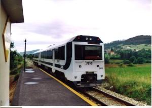 tren llegando a estación. Foto Figaredo, Gijón