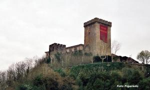 Castillo de Monforte engalanado para la Fiesta Medieval. Foto Figaredo, Gijón