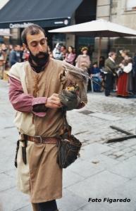 Cetrero con halcón en Fiesta Medieval de Monforte de Lemos. Foto Figaredo, Gijón