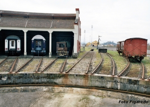 rotonda ferroviaria para girar locomotoras. Foto Figaredo, Gijón