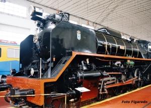 Vista lateral de locomotora Mikado. Foto Figaredo, Gijón