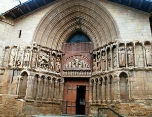 puerta de entrada a Iglesia en Laguardia. Foto Figaredo, Gijón