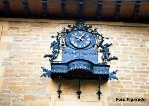 reloj animado de Laguardia. Foto Figaredo, Gijón