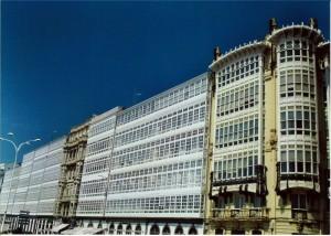 típicas fachadas coruñesas. Foto Figaredo, Gijón