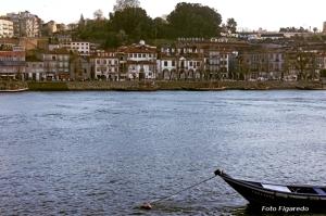 Bodegas de Oporto junto al río Duero. Foto Figaredo, Gijón