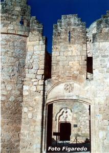 entrada principal al castillo de Belmonte en Cuenca. Foto Figaredo, Gijón