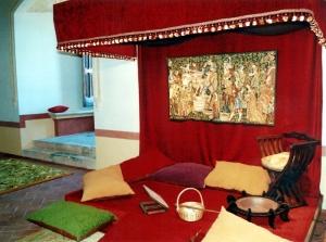 acogedora sala de estar en Castillo de Belmonte, Cuenca. Foto Figaredo, Gijón