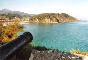 antiguo cañón en Ribadesella. Foto Figaredo, Gijón