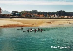 piragüistas entrenando en Ribadesella, Asturias. Foto Figaredo, Gijón