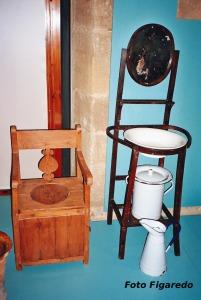antiguos elementos de aseo en casa riojana. Foto Figaredo, Gijón