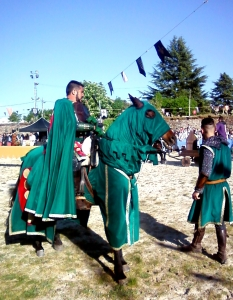 caballero medieval con escudero. Foto Figaredo, Gijón
