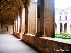 la paz del claustro del monasterio en San Millán de la Cogolla. Foto Figaredo, Gijón