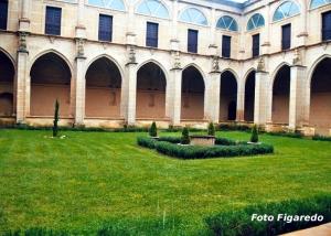 Claustro del monasterio de Yuso en San Millán de la Cogolla. Foto Figaredo, Gijón