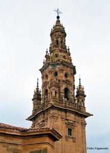 enorme torre de la catedral. Foto Figaredo, Gijón