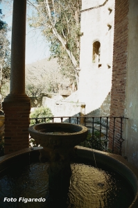 Fuente a la entrada del monasterio. Foto Figaredo, Gijón