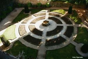 Jardín del Palacio del emperador Carlos. Foto Figaredo, Gijón