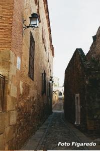 callejón hacia el Palacio de los Carvajal. Foto Figaredo, Gijón