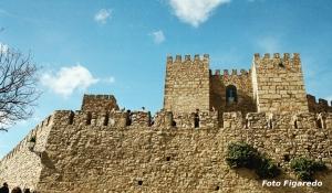Muralla del castillo de Trujillo. Foto Figaredo, Gijón