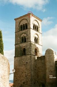 Torre Julia con el lugar donde el cantero talló el escudo del Athletic de Bilbao. Foto Figaredo, Gijón