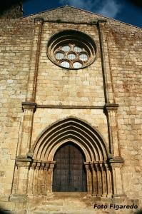 Pórtico de la Iglesia de Santa María la Mayor de Trujillo. Foto Figaredo, Gijón