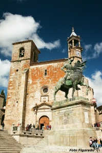 Estatua ecuestre de Pizarro. Foto Figaredo, Gijón