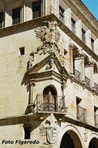 detalle del Palacio de San Carlos. Foto Figaredo, Gijón