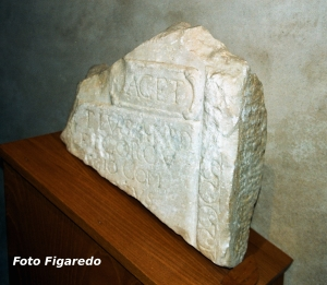 estela funeraria romana. Foto Figaredo, Gijón