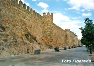 Paseo bajo la muralla. Foto Figaredo, Gijón