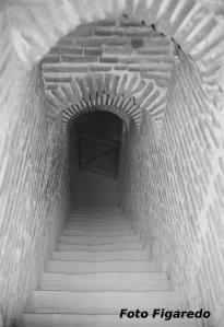 bajada a los sótanos del Castillo de la Mota. Foto Figaredo, Gijón