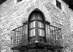 balcón de casa noble. Foto Figaredo, Gijón