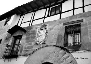 casa noble con escudo. Foto Figaredo, Gijón