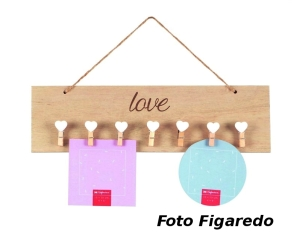 soporte de madera, con pinzas para fotos pequeñas. Foto Figaredo, Gijon