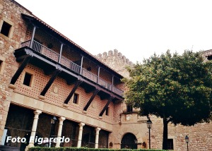 Patio de armas del Castillo de Sigüenza, hoy Parador de Turismo. Foto Figaredo, Gijón.