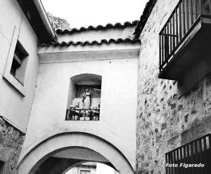 Hornacina, con Virgen, en puerta de muralla. Foto Figaredo, Gijón.