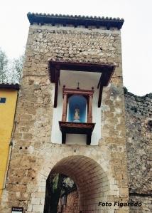 Hornacina con Virgen antes de salir de Brihuega. Foto Figaredo, Gijón