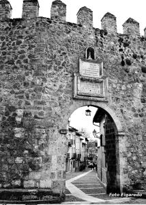 Puerta muralla de Brihuega. Foto Figaredo, Gijón