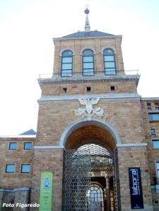 Torreón de entrada a la zona noble de la Universidad Laboral de Gijón
