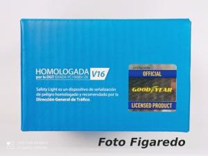 Baliza homologada por la DGT. Foto Figaredo, Gijón